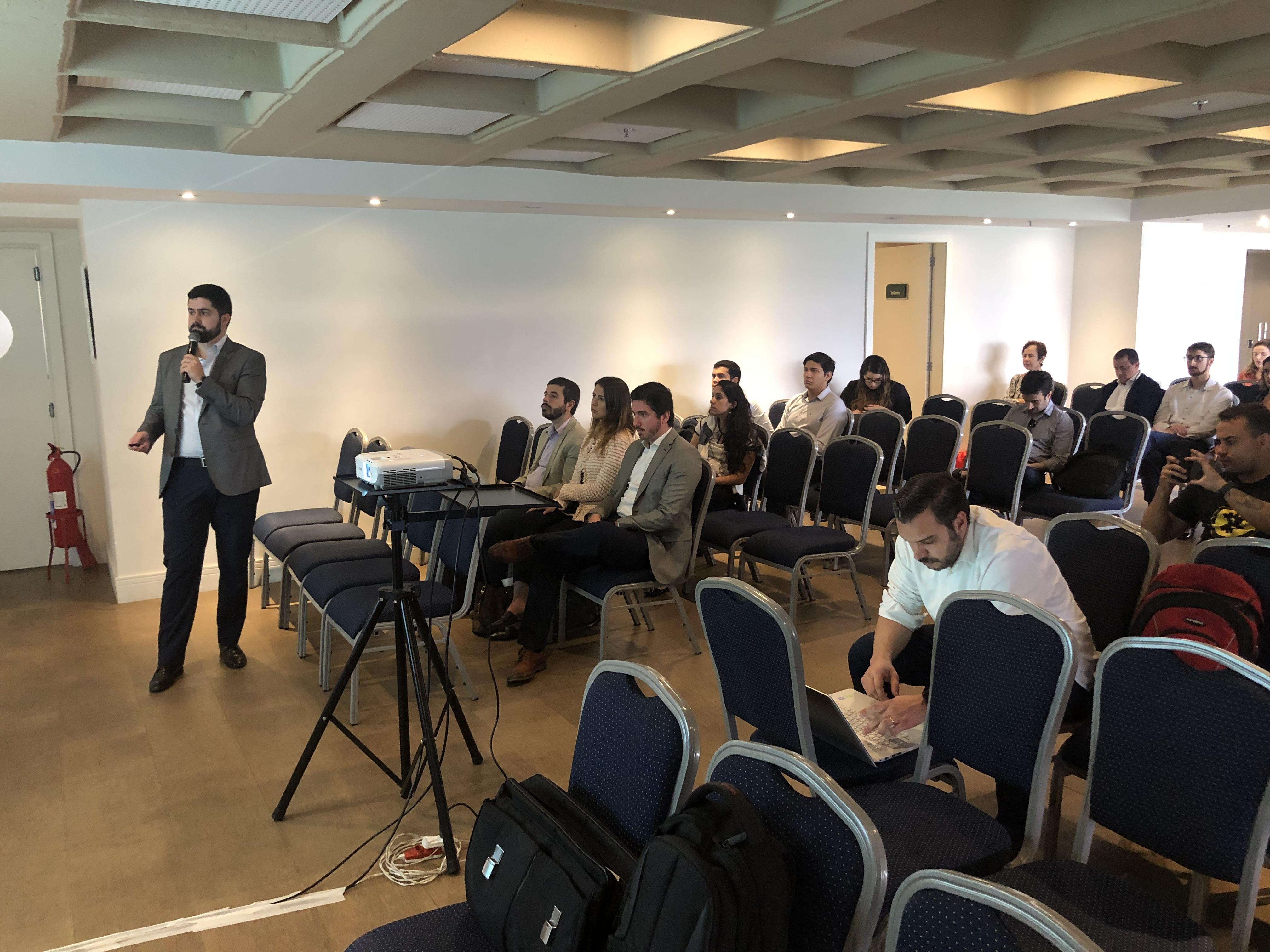 Rodrigo Dufloth faz a abertura do evento Criptomoedas - Aspectos Financeiros, Tributários e Regulatórios